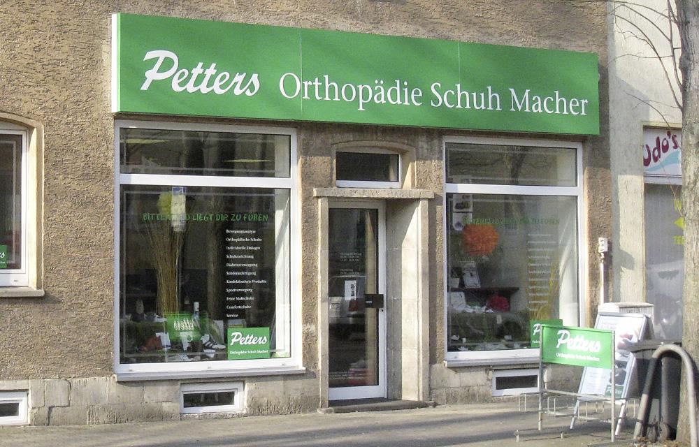 Orthopädische Schuhe und mehr finden Sie vor Ort in unserer Filiale in Bitterfeld